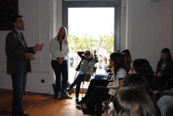Visita a Sant Feliu d'alumnes de la ciutat agermanada de Bourg-de-Péage