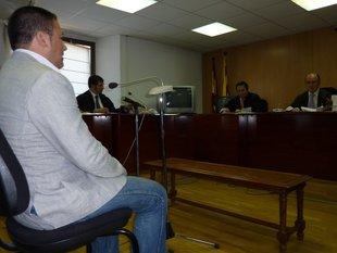 Un veí de Santa Cristina nega haver violat la fillastra perquè estava empresonat