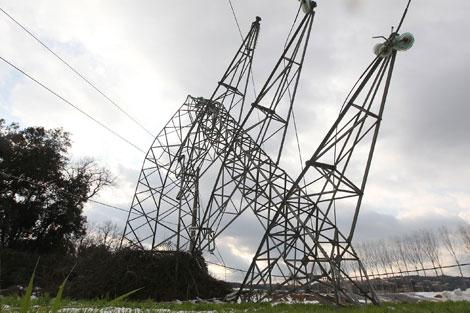 Els municipis de la Costa Brava passaran l'estiu pendents de la línia elèctrica i els boscos