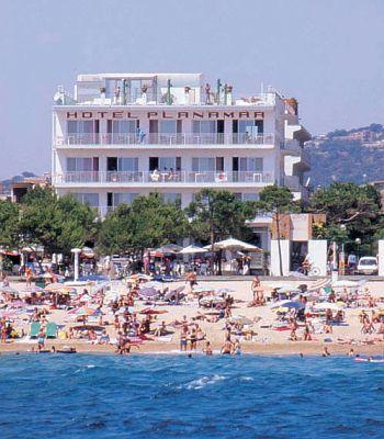 Detingut per estafar 9.000 euros a un hotel de Platja d'Aro amb un grup de turistes