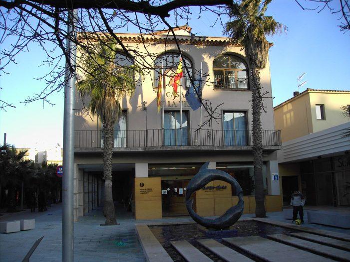 L'Ajuntament de Castell-Platja d'Aro, pintat després de 26 anys