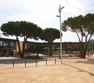 Santa Cristina enllesteix la nova plaça de Catalunya.