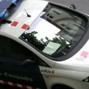 Els Mossos d'Esquadra de Sant Feliu detenen dos delinqüents per cinc delictes .
