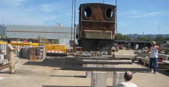 Restauren la màquina del carrilet de Sant Feliu que estava exposada a Girona