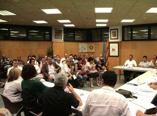El vial d'accés al CEIP de Santa Cristina tornarà a ser d'un sentit