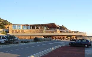 Polèmica a Sant Feliu per la legalització de la sala de més construïda al Nàutic