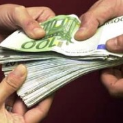 3 marroquins residents a Sant Feliu detinguts en un control amb 20.900 € al cotxe