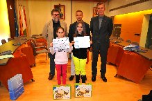 Dues nenes de Lloret de Mar premiades per plasmar en un dibuix el valor de l'aigua