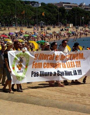 Manifestació a Sant Feliu de Guíxols per l'accés a la platja