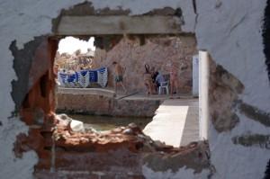 Enderroquen part de la paret de Can Rius i el Club de Mar