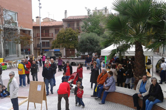 La 3a edició del Correllengua organitzat a la Plaça Salvador Espriu fa gaudir els més menuts
