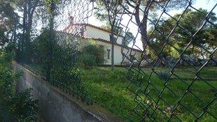 Un lladre roba, fereix i lliga una veïna de Santa Cristina d'Aro