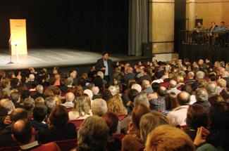 500 persones omplen el Teatre Municipal de Sant Feliu de Guíxols per escoltar Oriol Junqueras