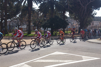 La segona etapa de la Volta a Catalunya creua Sant Feliu a tota velocitat