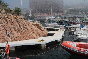 Polèmic pintat de l'obra de la Cambra al port guixolenc