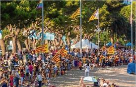 Més de 1.100 persones a l´assaig de la Via Catalana a Sant Feliu