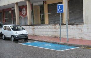 El govern de Sant Feliu vol endreçar l'ús de places de pàrquing de discapacitats