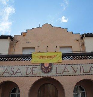 Les banderes sostretes a Santa Cristina porten cua