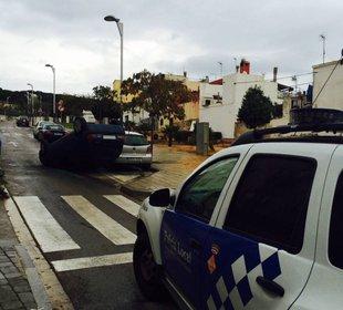 Un cotxe bolca però no hi ha ferits, a Sant Feliu