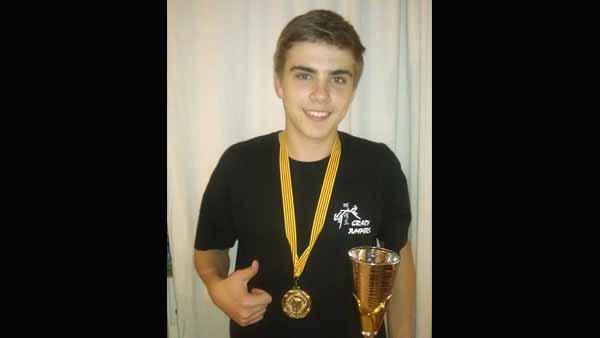 Pol Fernández, campió estatal júnior per equips en combats