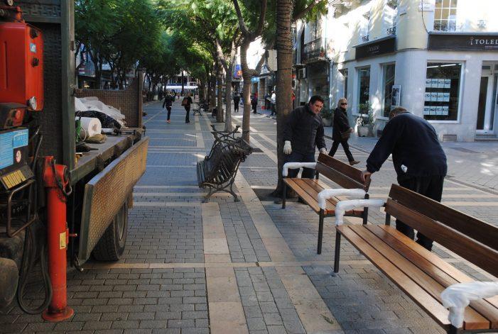 Substitució de bancs en diferents punts de la ciutat