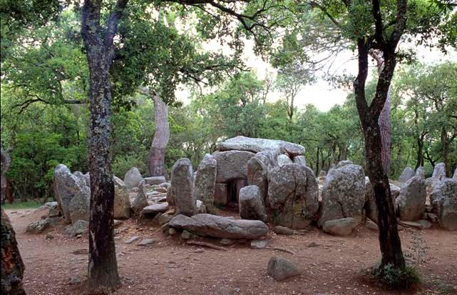 La cova d'en Daina, una tomba col.lectiva neolítica (2.700 – 2.100 aC)