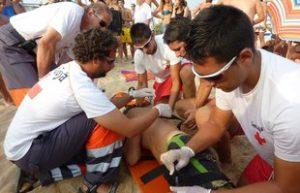 Palamós. Simulacre de salvament d'un ofegat a la platja Gran per part de socorristes de Creu Roja de Palamós.