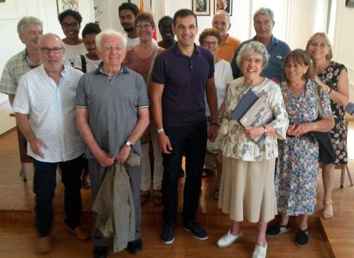 L'Ajuntament distingeix la fidelitat d'un matrimoni francès que fa 55 anys que estiueja a Sant Feliu de Guíxols