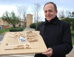 FOTO entrevista Joan Giraut, alcalde de Castell-Platja d'Aro.  Alcaldable per a les eleccions municipals 2015. És president de la Diputació de Girona  X  Careto: No   1119#Lluis Serrat