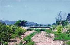 Netegen 2 km de la llera del riu Ridaura
