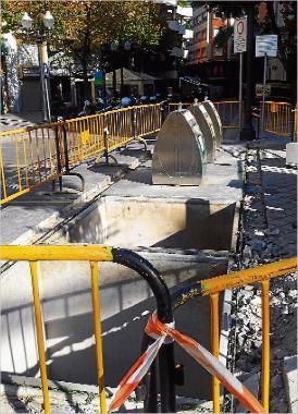 Sant Feliu retira uns contenidors soterrats pel mal ús que se´n feia