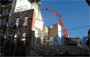 Comença la demolició de l´hotel Rex ganxó