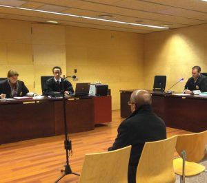 El conductor que es va donar a la fuga sense ajudar un motorista després de tenir un accident al camí Torre Marata de Maçanet de la Selva, el 23 de setembre del 2012, ha evitat el judici amb jurat popular pactant una condemna de 6 mesos de presó per un delicte d'omissió del deure de socors.
