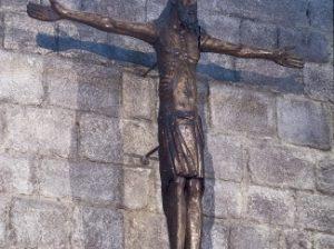Cristo-romanico-siglo-XII-Monasterio-Sant-325x243