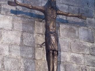 El Crist romànic de l'altar del Monestir torna a lloc i demà es podrà veure d'aprop