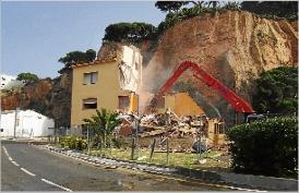 Comencen a enderrocar els edificis del port de Sant Feliu de Guíxols
