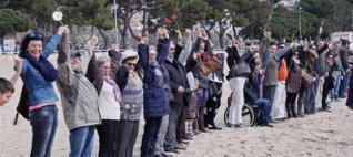 Cadena a Sant Feliu contra la islamofòbia i pels refugiats