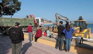 Platja de Sant Feliu de Guíxols. Inici de l'operació de transvasament de sorra entre sa Riera i la platja guixolenca