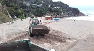 Sant Feliu recorre a la sorra de sa Riera per a la seva platja