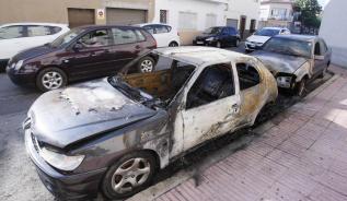 Cremen tres vehicles a Sant Feliu de Guíxols de matinada