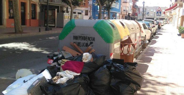 Manifestació a Sant Feliu contra la vaga d'escombriaires