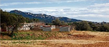 Tensió entre els veïns i el consistori de Santa Cristina per la granja de pollastres