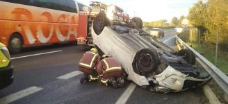 Bolca enmig de l'autovia amb el cotxe a Santa Cristina d'Aro