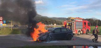 S'incendia un cotxe radar dels Mossos a Santa Cristina