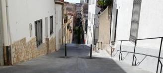 Sant Feliu estudia regular el trànsit al carrer dels Metges i Penitència amb un agent cívic