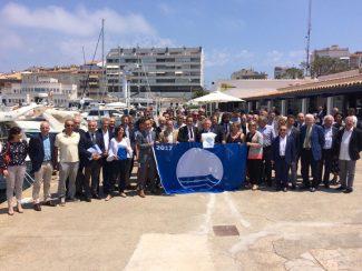 El conseller Rull lliura les banderes blaves a les dues platges urbanes de Sant Feliu