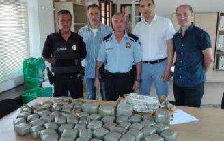 La Policia Local de Sant Feliu intervé 50 quilos de haixix a un conductor francès