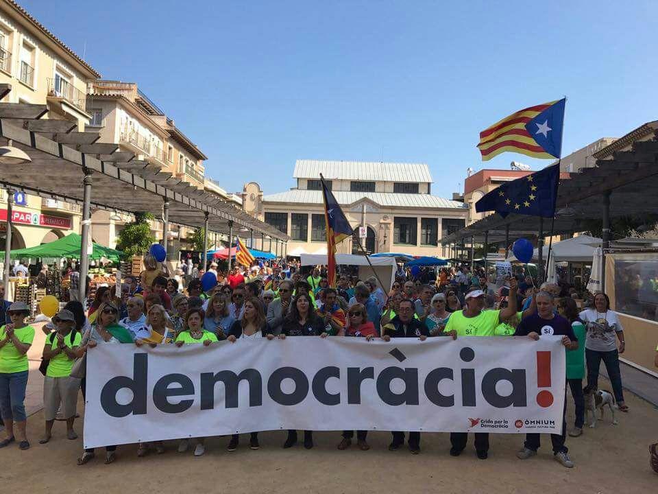 Marta Pascal va acompanyar la Marxa per la Democràcia pels carrers del centre