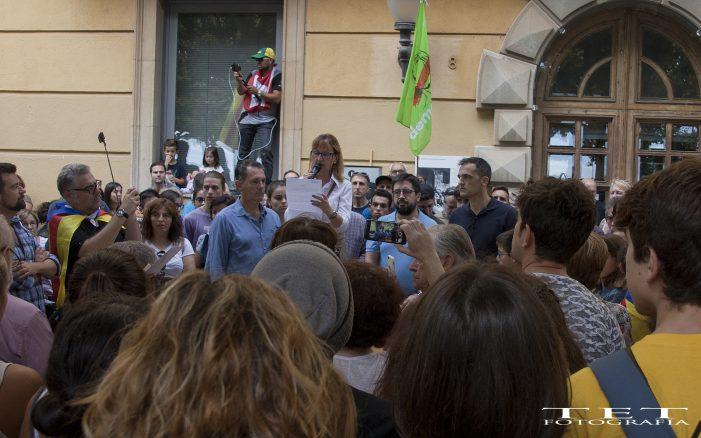 Imatges de la multitudinària manifestació durant l'aturada general