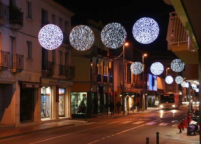 El Baix Empordà instal·la les llums de nadal